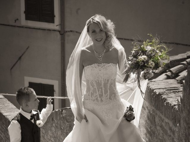 Il matrimonio di Marco e Vanessa a Lari, Pisa 20