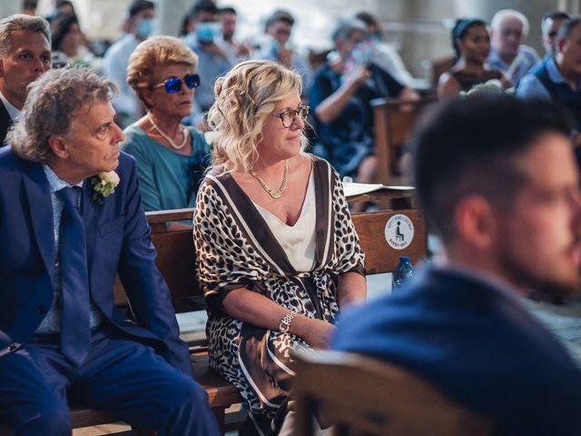 Il matrimonio di Matteo e Sara a Torre del Lago, Lucca 24