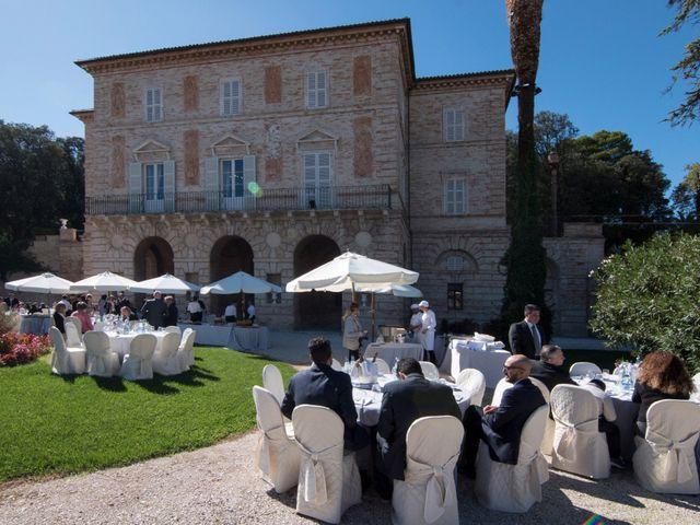 Il matrimonio di Francesco e Loredana a Porto San Giorgio, Fermo 9