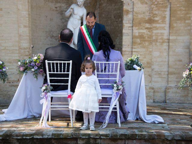 Il matrimonio di Francesco e Loredana a Porto San Giorgio, Fermo 11