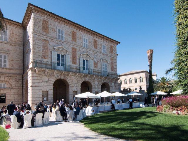 Il matrimonio di Francesco e Loredana a Porto San Giorgio, Fermo 16