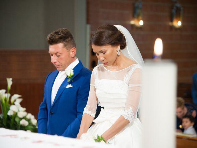Il matrimonio di Loris e Annie a Potenza Picena, Macerata 15