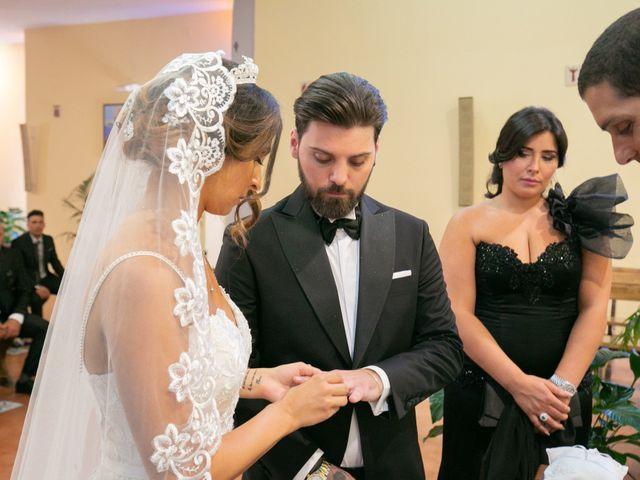 Il matrimonio di Genny e Tonia a Pozzuoli, Napoli 37