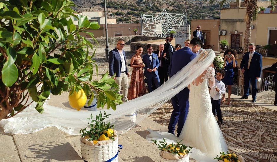 Il matrimonio di Alessandro  e Valeria  a Custonaci, Trapani
