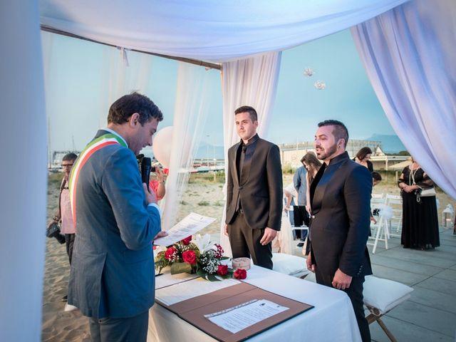 Il matrimonio di Fabrizio e Sergio a Viareggio, Lucca 36