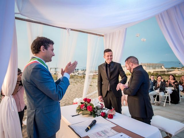 Il matrimonio di Fabrizio e Sergio a Viareggio, Lucca 48
