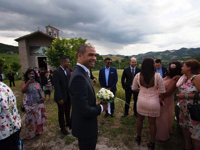 Il matrimonio di Edgar e Mara a Fossombrone, Pesaro - Urbino 8