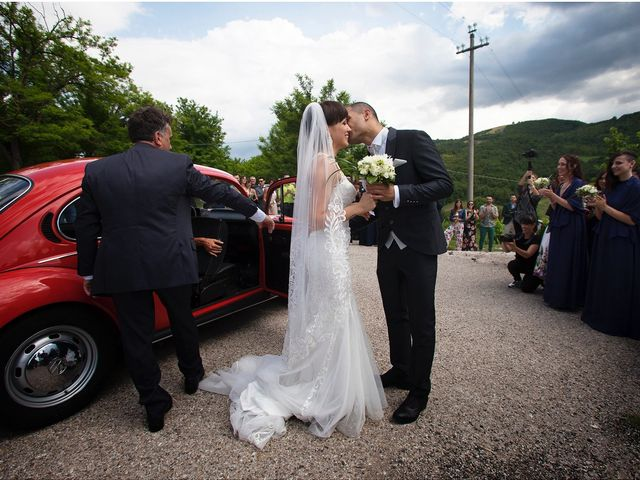Il matrimonio di Edgar e Mara a Fossombrone, Pesaro - Urbino 9