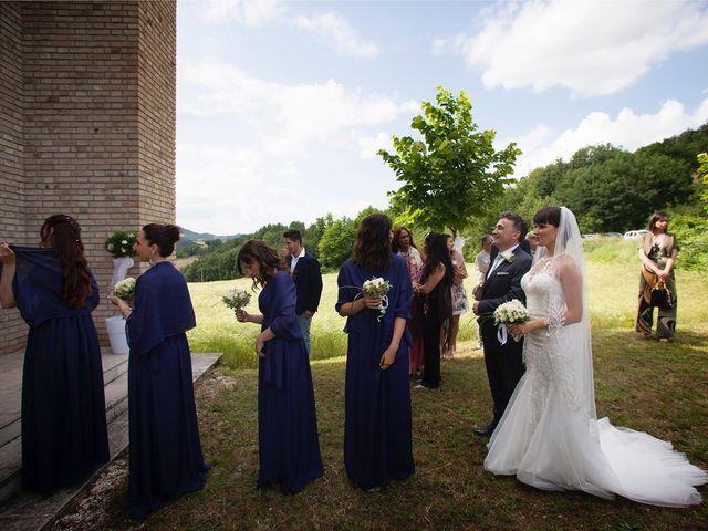Il matrimonio di Edgar e Mara a Fossombrone, Pesaro - Urbino 11