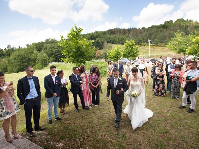Il matrimonio di Edgar e Mara a Fossombrone, Pesaro - Urbino 12