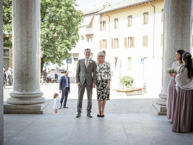 Il matrimonio di James e Elisa a Lentate sul Seveso, Monza e Brianza 11