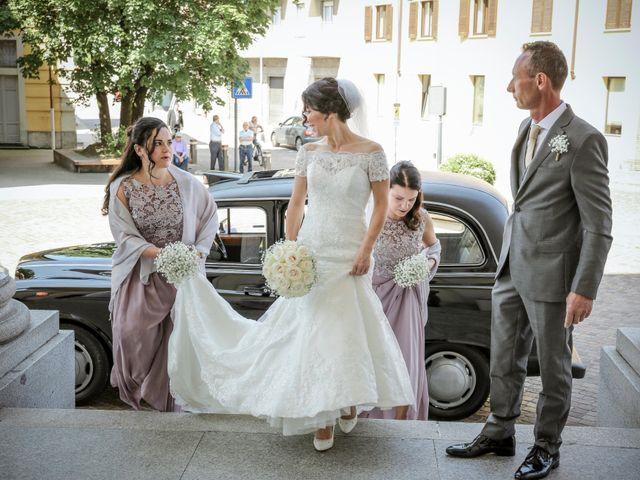 Il matrimonio di James e Elisa a Lentate sul Seveso, Monza e Brianza 18