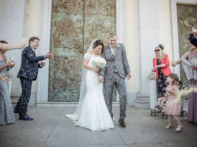 Il matrimonio di James e Elisa a Lentate sul Seveso, Monza e Brianza 33