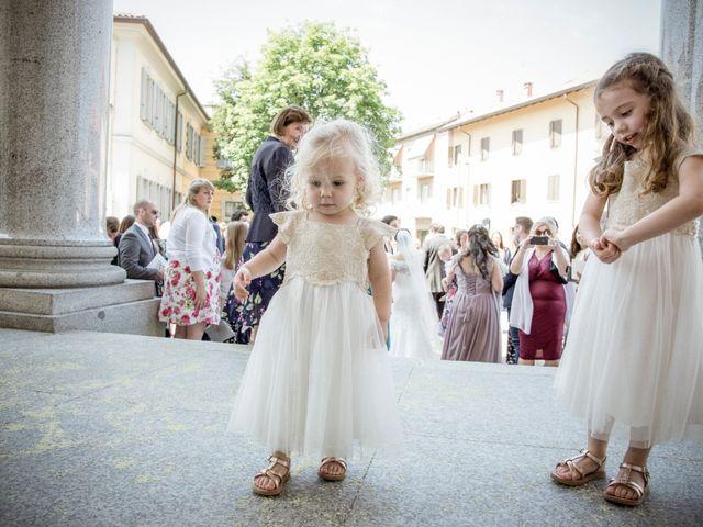 Il matrimonio di James e Elisa a Lentate sul Seveso, Monza e Brianza 35