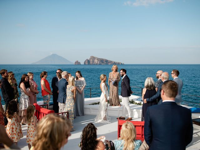 Il matrimonio di Zoe e Matt a Stromboli, Messina 38