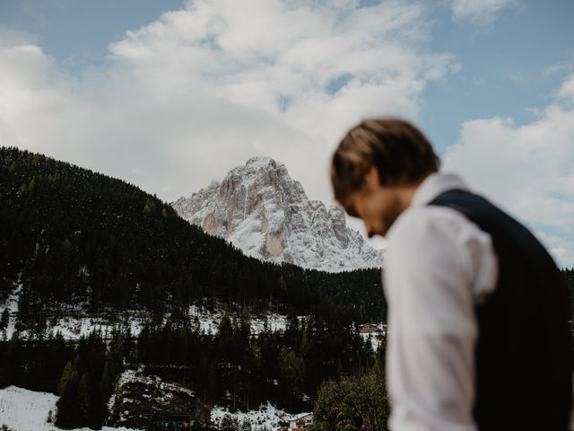 Il matrimonio di Carmen e Ferdinand a Selva di Val Gardena-Wolkenstein in, Bolzano 17