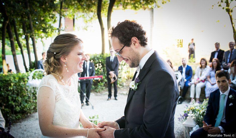 Il matrimonio di Ruggero e Caroline a Sirolo, Ancona