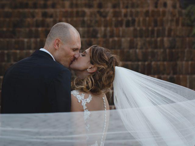Il matrimonio di Fabio e Elena a San Clemente, Rimini 28