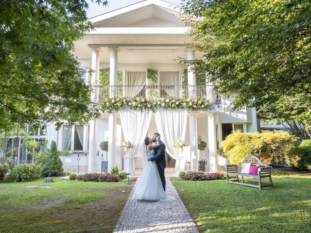 Il matrimonio di Roberto e Greta a Cermenate, Como 24