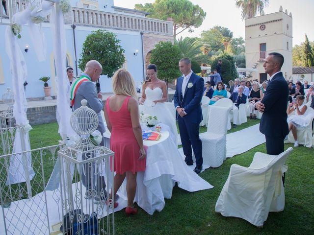 Il matrimonio di Fabio e Agnese a Silvi, Teramo 21