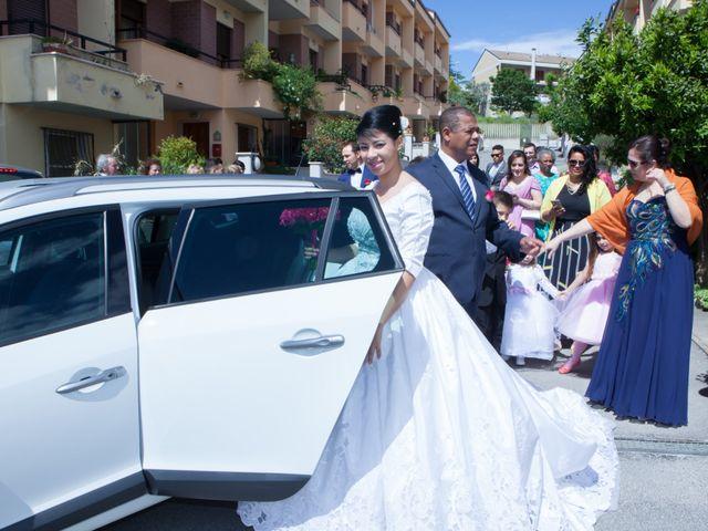 Il matrimonio di Gianluca e Evelyn a Pescara, Pescara 14