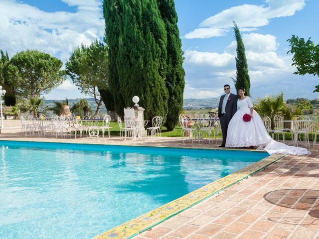 Il matrimonio di Gianluca e Evelyn a Pescara, Pescara 33