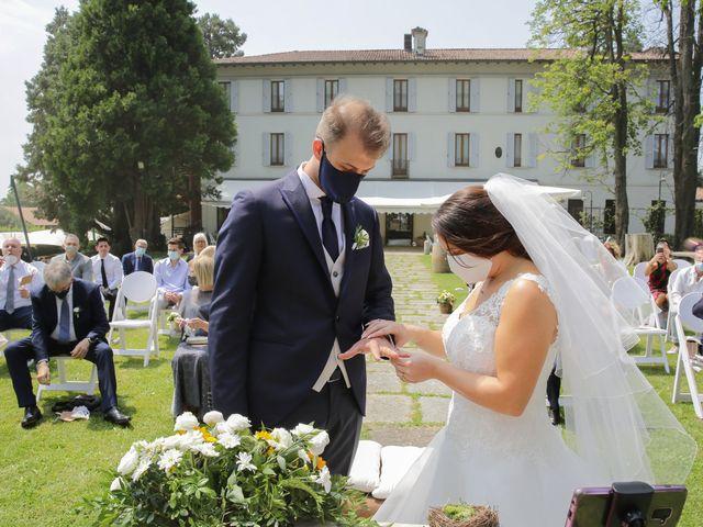 Il matrimonio di Alessio e Julia a Carnago, Varese 11