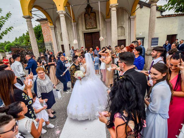 Il matrimonio di Tony e Noemi a Legnano, Milano 28