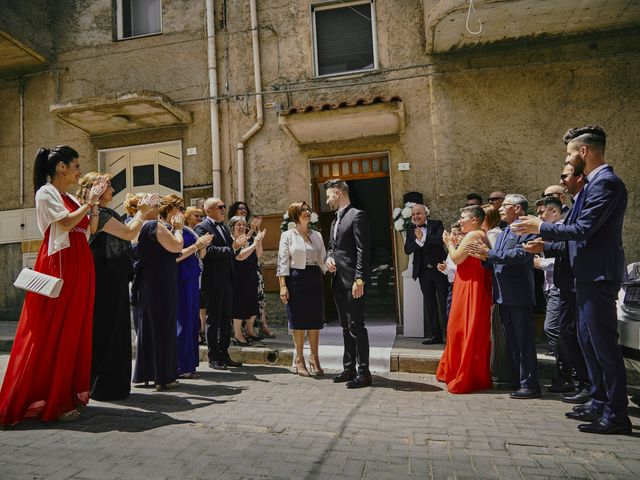 Il matrimonio di Debora e Angelo a Vallelunga Pratameno, Caltanissetta 29