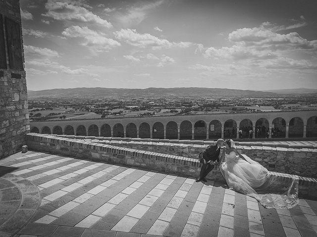 Il matrimonio di Ivan e Sara a Torgiano, Perugia 32
