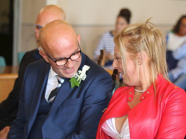 Il matrimonio di Filippo e Beba a Laveno-Mombello, Varese 11