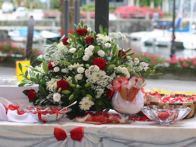 Il matrimonio di Filippo e Beba a Laveno-Mombello, Varese 22