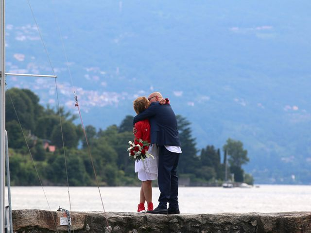 Il matrimonio di Filippo e Beba a Laveno-Mombello, Varese 31