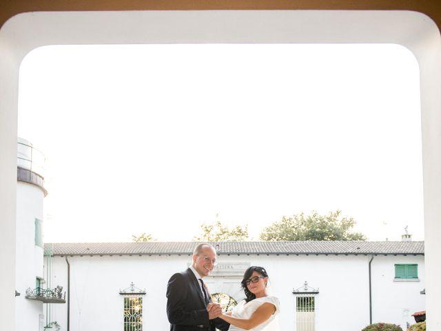 Il matrimonio di Emiliano e Roberta a Ferno, Varese 30