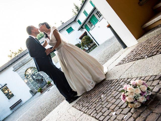 Il matrimonio di Emiliano e Roberta a Ferno, Varese 31