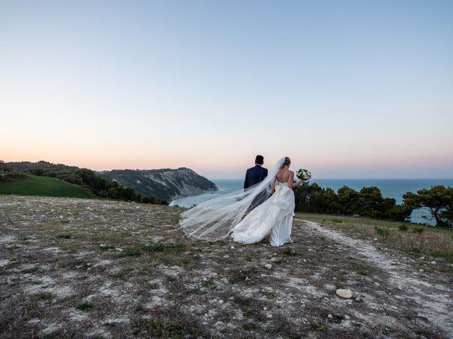Il matrimonio di Roberto e Romina a Numana, Ancona 21