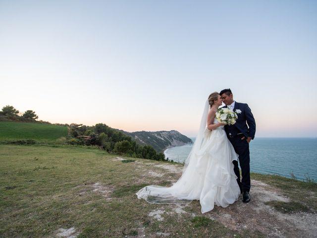 Il matrimonio di Roberto e Romina a Numana, Ancona 22