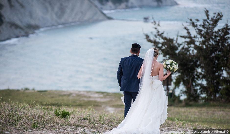 Il matrimonio di Roberto e Romina a Numana, Ancona