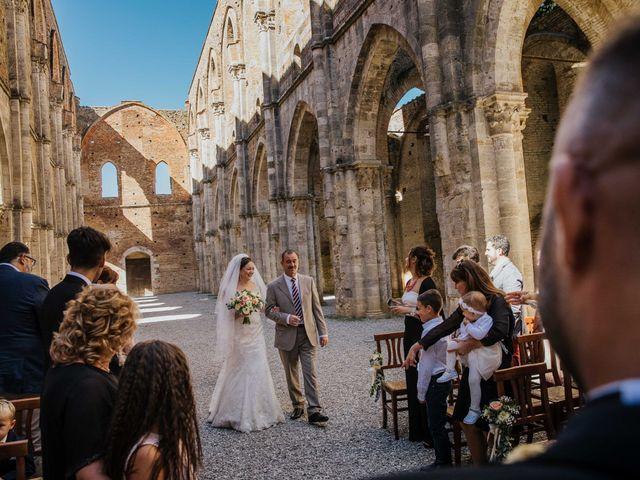 Il matrimonio di Dumitru e Iuliana a Chiusdino, Siena 18