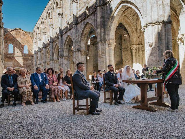 Il matrimonio di Dumitru e Iuliana a Chiusdino, Siena 20