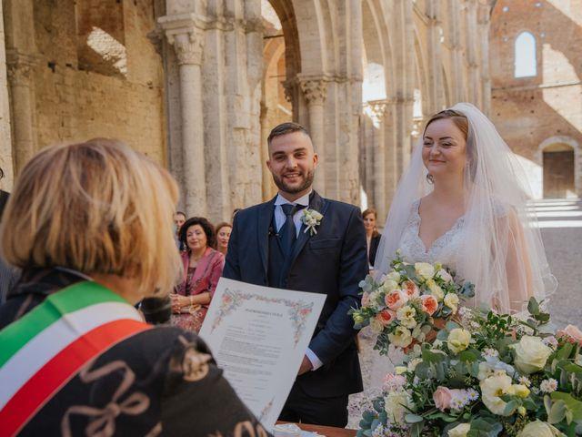 Il matrimonio di Dumitru e Iuliana a Chiusdino, Siena 21
