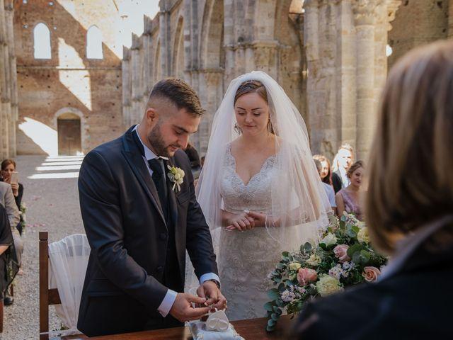Il matrimonio di Dumitru e Iuliana a Chiusdino, Siena 22