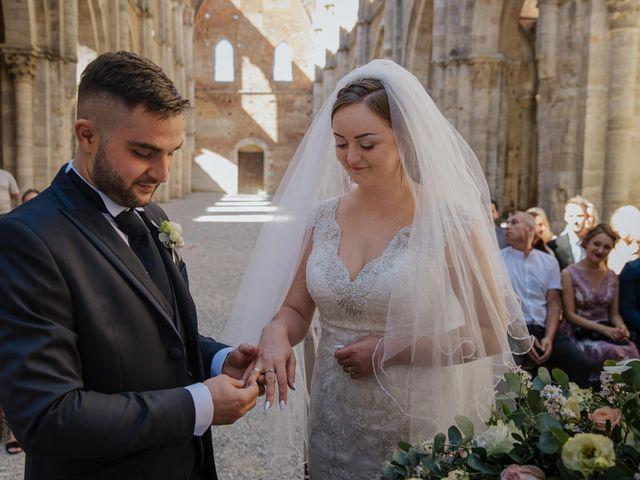 Il matrimonio di Dumitru e Iuliana a Chiusdino, Siena 24