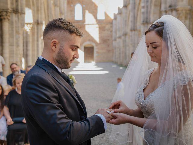 Il matrimonio di Dumitru e Iuliana a Chiusdino, Siena 26