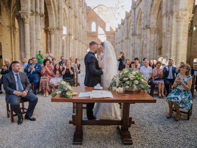 Il matrimonio di Dumitru e Iuliana a Chiusdino, Siena 27