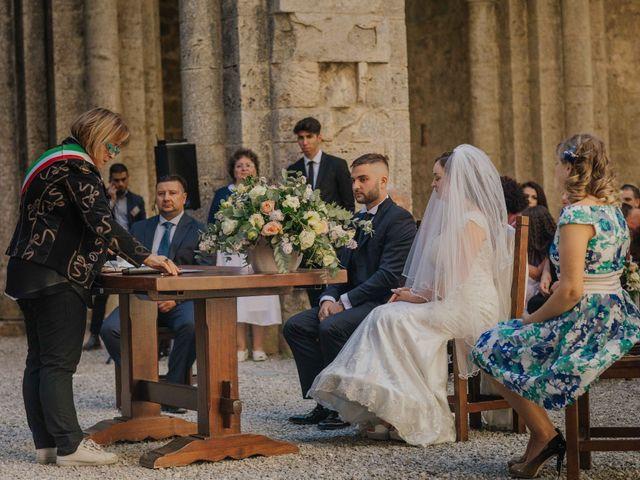 Il matrimonio di Dumitru e Iuliana a Chiusdino, Siena 29