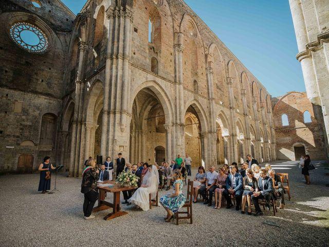 Il matrimonio di Dumitru e Iuliana a Chiusdino, Siena 30