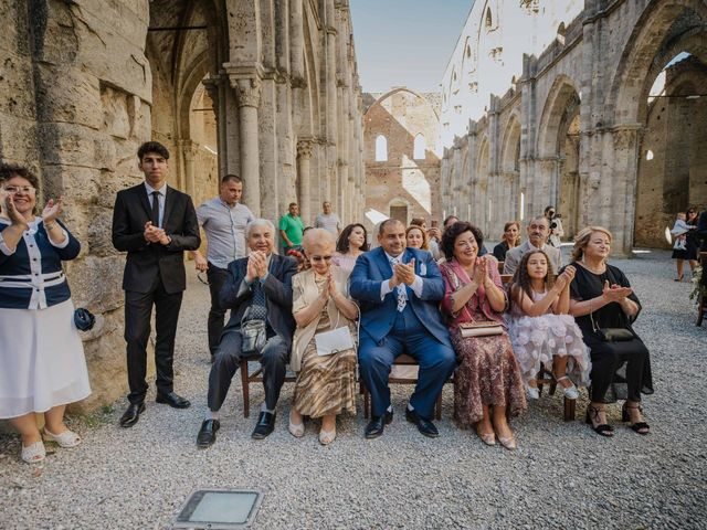 Il matrimonio di Dumitru e Iuliana a Chiusdino, Siena 32