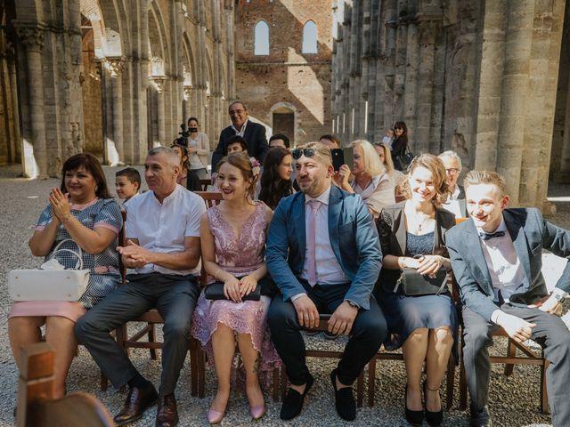 Il matrimonio di Dumitru e Iuliana a Chiusdino, Siena 33