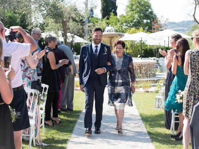 Il matrimonio di Francesco e Cathy a Mogliano, Macerata 10